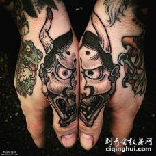 手指个性的般若组合头纹身图案