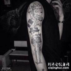 大臂个性抽象的人物纹身图案
