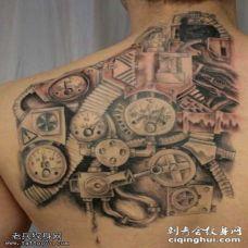 男性后肩部个性机械表纹身图案