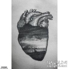大臂心脏意境纹身图案