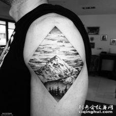 男士大臂几何山水纹身图案