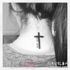 关于十字架的黑色线条素描经典小图案纹身图案