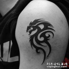 大臂龙图腾纹身图案