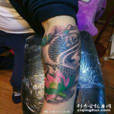 小臂鲤鱼纹身图片