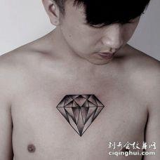 男人胸口个性钻石纹身