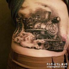 男生侧腰上黑灰点刺技巧抽象线条火车头纹身图片