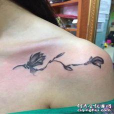 女生锁骨小纹身图案 性感女生锁骨时尚小鸟纹身图案