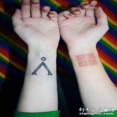 女性手臂创意时尚刺青