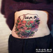 另类创意侧腰玫瑰纹身