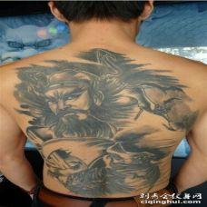男性满背黑灰钟馗纹身