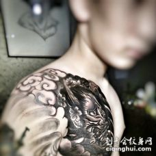 超级霸气的黑白半甲般若纹身图案