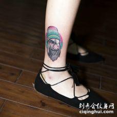 细长的小腿有着可爱小兔子纹身图片