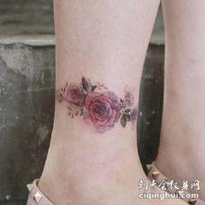 适合女生遮盖又不很明显的花花纹身图片