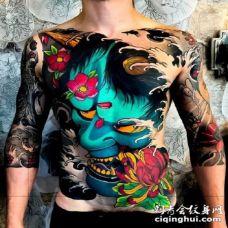 炫彩大面积的满背花胸纹身作品
