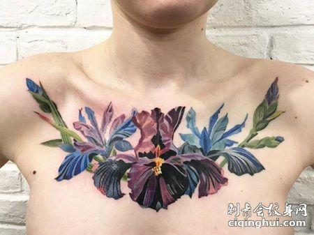 胸部五彩缤纷的花纹身图案