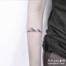 手臂好看的山纹身图案