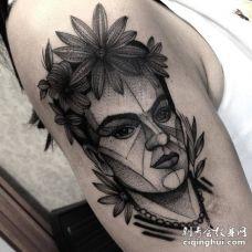 表情坚定的素描风格弗里达•卡罗画像纹身