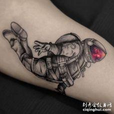 坠落的宇航员纹身图