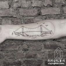 手臂特别好看的大桥纹身图案