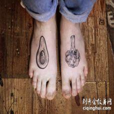 两个脚背牛油果和花椰菜纹身图片