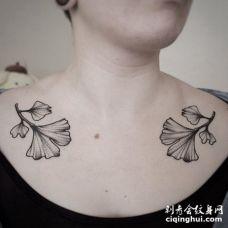 锁骨两边对称的银杏叶纹身图片