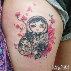 性感美女大腿漂亮的妈妈和女儿套娃纹身图片