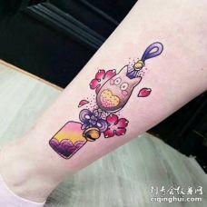 小腿侧面彩色可爱龙猫吊坠纹身图案