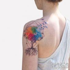 漂亮妹子肩膀水彩树_蓝色鸟_几何圆形和三角形纹身图案