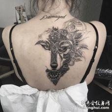 性感的美女后背创意半面狼纹身图片