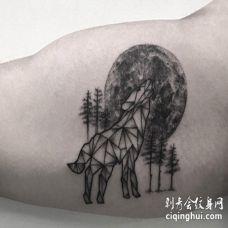 几何形状的狼月球和树林纹身图案