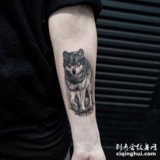 正在行走的3D灰黑色霸气狼纹身图片