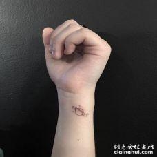 手腕简约系列的星球纹身