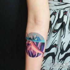 彩色漫画独角鲸露出水面纹身图案