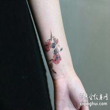 前臂内侧两朵茶花纹身图案