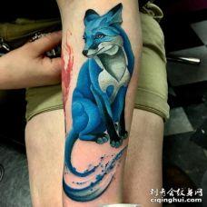 手臂水彩蓝狐纹身