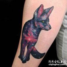 前臂太空风格的狐狸纹身