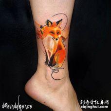 小腿部位一只美丽的水彩色狐狸纹身