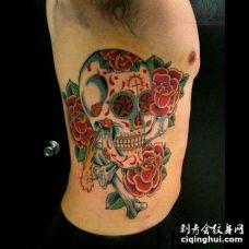 肋骨彩色骷髅头_红色花朵_骨头纹身图案