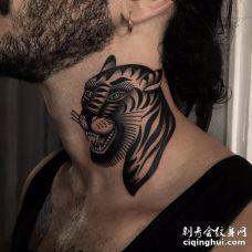 大胡子国外男子脖子炯炯有神的张嘴黑色老虎纹身图案
