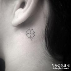 美女耳后根四叶草纹身图案