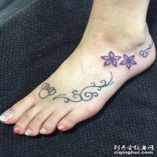 脚部创意桔梗花纹身图案