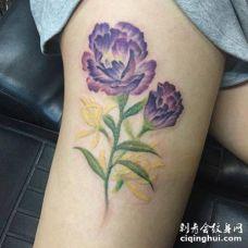 美女大腿彩色洋桔梗花纹身