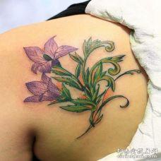 2朵桔梗花肩膀纹身图案