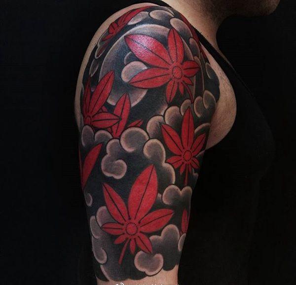 半甲传统枫叶纹身图案
