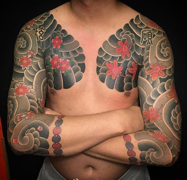 半甲传统樱花枫叶板雾纹身图案