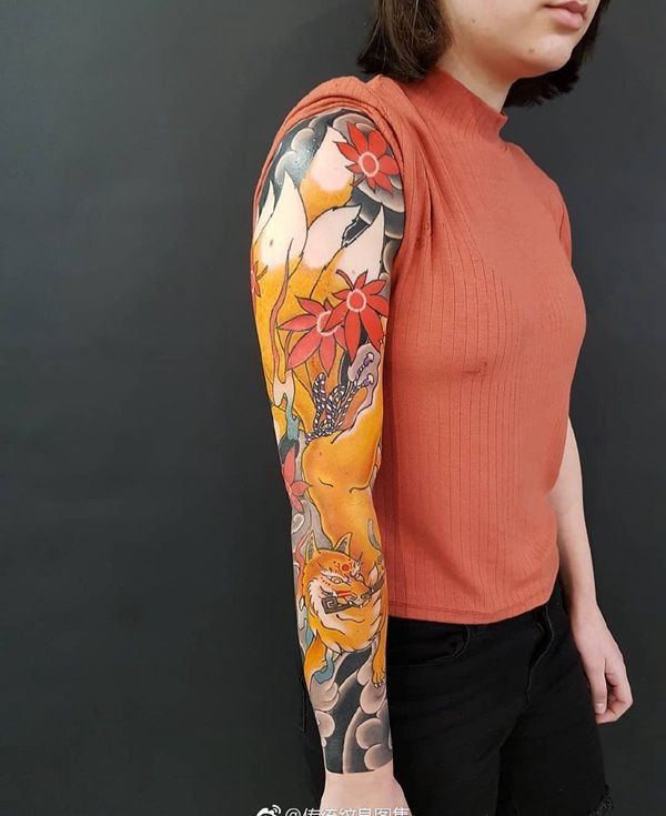 传统枫叶九尾狐花臂纹身图案