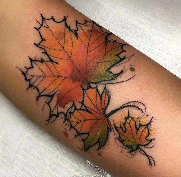 手臂水彩风枫叶纹身图案