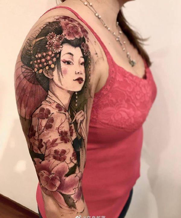 大臂水墨风艺伎纹身图案