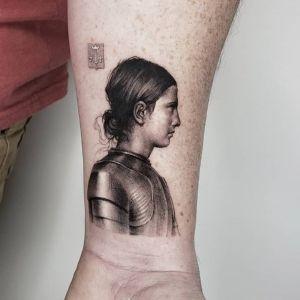 手腕点刺风黑灰风写实人物纹身图案