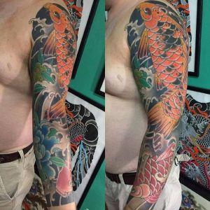 花臂传统鲤鱼纹身图案